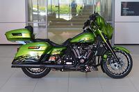 2017 Harley-Davidson Street Glide Special 107 (FLHXS)
