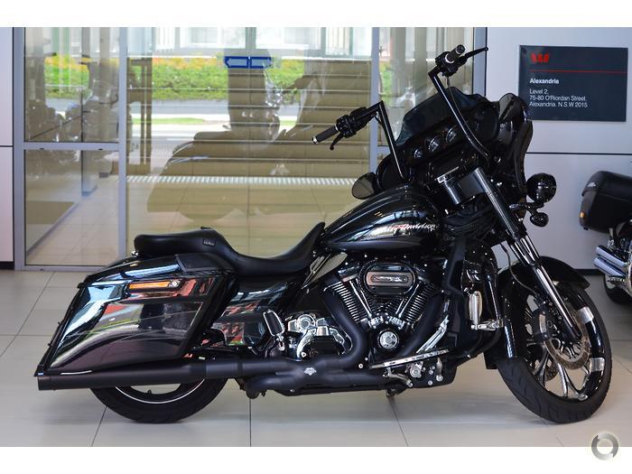 2017 Harley-Davidson CVO Street Glide 114 (FLHXSE)