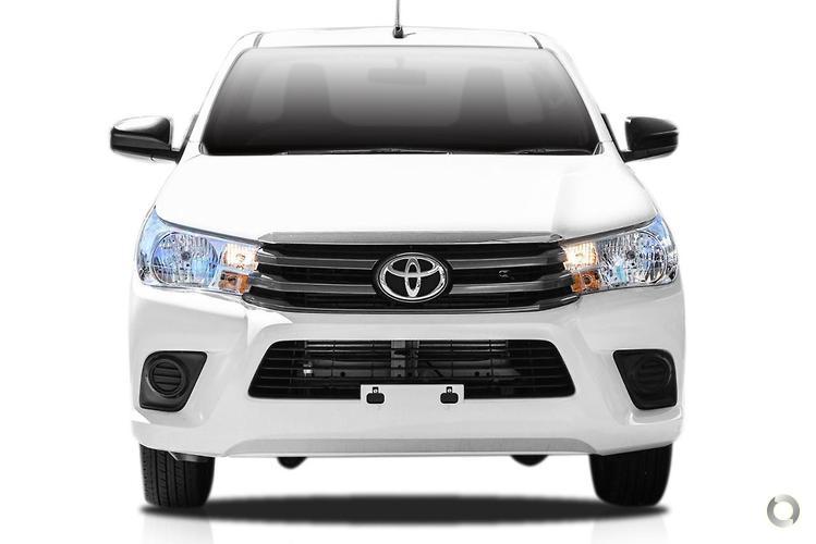 2017 Toyota Hilux GUN123R SR 4x2 (Jul. 2015)