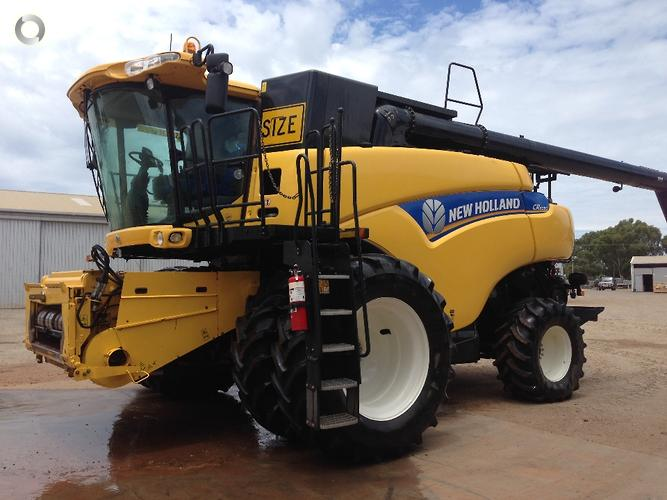 New Holland CR8090 & MacDon 83C Front