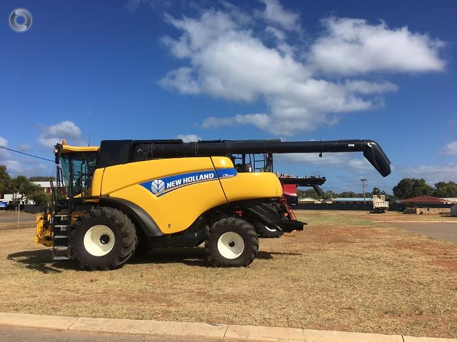 New Holland CR8090 & MacDon D65
